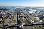 Nederland, Zuid-Holland, Rotterdam, 18-02-2015; Tweede Maasvlakte (MV2), kruising Europaweg met Coloradoweg. Ingang Delta Terminal, van APM Terminals Rotterdam en ECT. Emplacement Maasvlakte (Rail Terminal). In beheer bij Keyrail, exploitant Betuweroute.<br /> luchtfoto (toeslag op standard tarieven);<br /> aerial photo (additional fee required);<br /> copyright foto/photo Siebe Swart