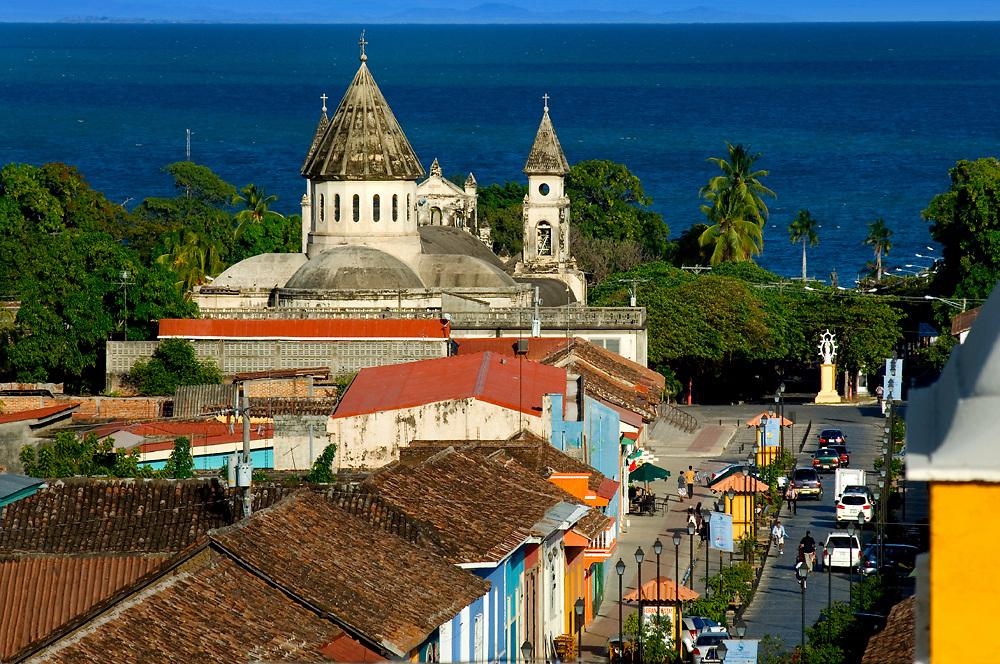 Nicaragua / Granada / Iglesia de Guadalupe / Lake Nicaragua