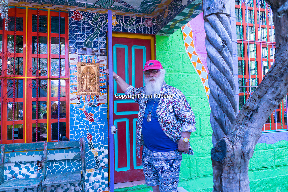 Anado McLauchlin, tile artist of the Chapel of Jimmy Ray in San Miguel de Allende
