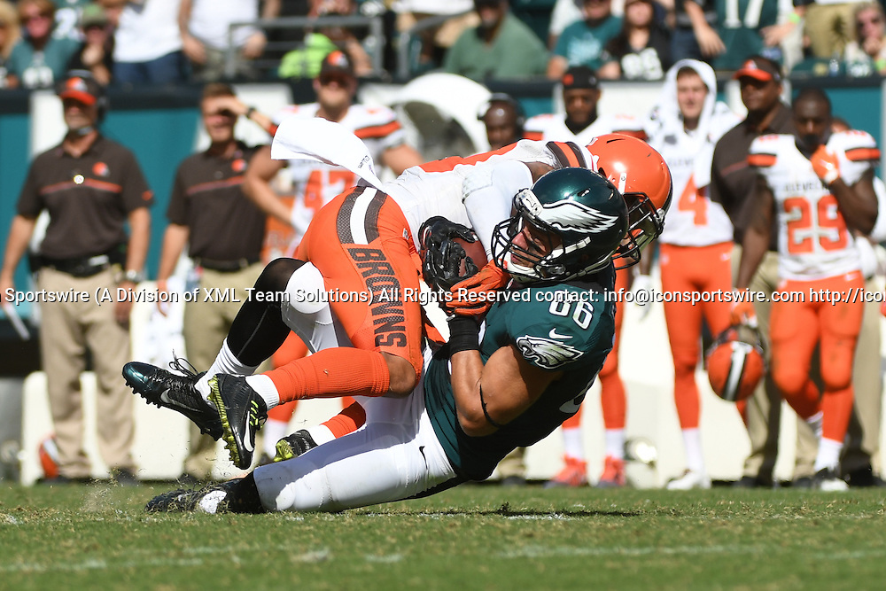 September 11, 2016: Philadelphia Eagles Tight End Zach Ertz (86) [18488] carries the ball during a National  Football League game between the Cleveland Browns and the Philadelphia Eagles at Lincoln Financial Field in Philadelphia, PA. (Photo by Andy Lewis/Icon Sportswire)