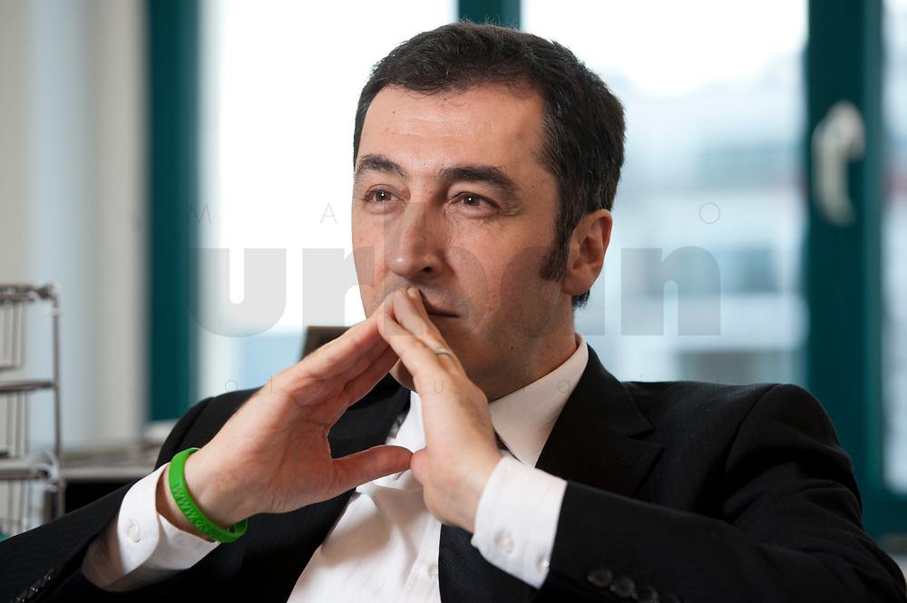 05 JAN 2012, BERLIN/GERMANY:<br /> Cem Oezdemir, B90/Gruene Bundesvorsitzender, waerhend einem Interview, in seinem Buero, Bundesgeschaeftsstelle Buendnis 90 / Die Gruenen<br /> IMAGE: 20120105-01-017<br /> KEYWORDS: Cem Özdemir, Büro