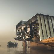 INDIA - Shipbreaking Yards of Alang B&W