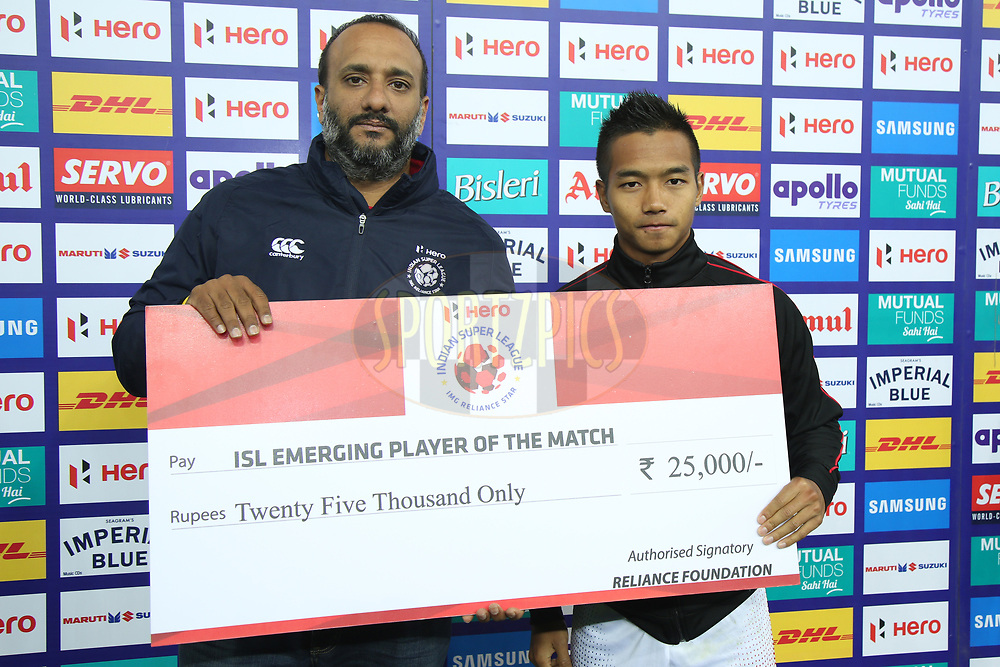 Lallianzuala Chhangte of Delhi Dynamos FC receive isl emerging player of the match award during match 43 of the Hero Indian Super League between Delhi Dynamos FC and Kerala Blasters FC  held at the Jawaharlal Nehru Stadium, Delhi, India on the 10th January 2018<br /> <br /> Photo by: Deepak Malik  / ISL / SPORTZPICS