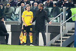 24.02.2015, Juventus Stadium, Turin, ITA, UEFA CL, Juventus Turin vs Borussia Dortmund, Achtelfinale, Hinspiel, im Bild l-r: Marcel Schmelzer #29 (Borussia Dortmund) bekommt von Chef-Trainer Juergen Klopp (Borussia Dortmund) anweisungen // during the UEFA Champions League Round of 16, 1st Leg match between between Juventus Turin and Borussia Dortmund on at the Juventus Stadium in Turin, Italy on 2015/02/24. EXPA Pictures © 2015, PhotoCredit: EXPA/ Eibner-Pressefoto/ Kolbert<br /> <br /> *****ATTENTION - OUT of GER*****