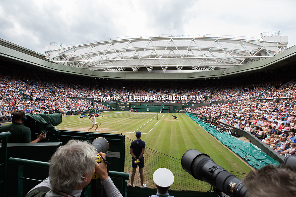 Wimbledon Feature, Blick con Fotografen Position auf den Centre Court,Dachkonstruktion, grauer Himmel,<br /> Tennis - Wimbledon 2017 - Grand Slam ITF / ATP / WTA -  AELTC - London -  - Great Britain  - 13 July 2017.