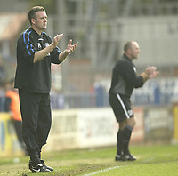 Photo: Aidan Ellis.<br /> Rochdale v Wycombe Wanderers. Coca Cola League 2. 16/09/2006.<br /> Wycombe manager Paul Lambert encourages his team