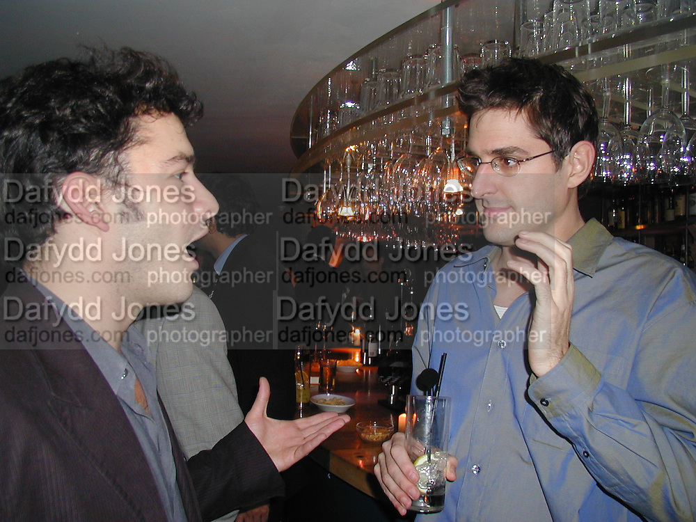 Giles Coren and Louis Theroux. Julia Llewellen Smith book launch. Soho House. 29/11/00 © Copyright Photograph by Dafydd Jones 66 Stockwell Park Rd. London SW9 0DA Tel 020 7733 0108 www.dafjones.com