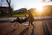 Aniek Rooderkerken maakt haar eerste meters op een ligfiets. In september wil het Human Power Team Delft en Amsterdam, dat bestaat uit studenten van de TU Delft en de VU Amsterdam, tijdens de World Human Powered Speed Challenge in Nevada een poging doen het wereldrecord snelfietsen voor vrouwen te verbreken met de VeloX 7, een gestroomlijnde ligfiets. Het record is met 121,44 km/h sinds 2009 in handen van de Francaise Barbara Buatois. De Canadees Todd Reichert is de snelste man met 144,17 km/h sinds 2016.<br /> <br /> With the VeloX 7, a special recumbent bike, the Human Power Team Delft and Amsterdam, consisting of students of the TU Delft and the VU Amsterdam, also wants to set a new woman's world record cycling in September at the World Human Powered Speed Challenge in Nevada. The current speed record is 121,44 km/h, set in 2009 by Barbara Buatois. The fastest man is Todd Reichert with 144,17 km/h.
