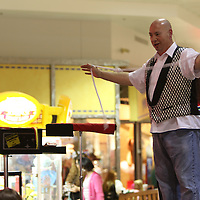 Libby Ezell | BUY AT PHOTOS.DJOURNAL.COM<br /> Steve Thomas Performs a magic show for the kids at the mall for Halloween