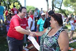 Dr. Thiago Duarte e sua família participam do evento INTER na Comunidade Extremo Sul, no Lami, em Porto Alegre. FOTO: Jefferson Bernardes/ Agência Preview