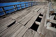 Monticchio Laghi (PZ) 12.03.2011 - Il degrado dei laghi di Monticchio (PZ). Lo stato delle banchine panoramiche sul lago grande.