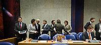Nederland. Den Haag, 18 september 2008.<br /> Algemene beschouwingen in de tweede kamer.<br /> Balkenende betreedt vak K.Verburg, Jack de Vries, Donner, Heemskerk, Albayrak, Eurlings, Verhagen, Aboutaleb<br /> Foto Martijn Beekman<br /> NIET VOOR PUBLIKATIE IN LANDELIJKE DAGBLADEN.
