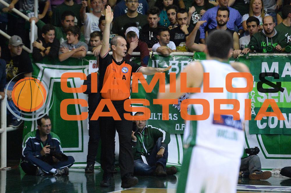 DESCRIZIONE : Avellino Lega A 2013-14 Sidigas Avellino-Pasta Reggia Caserta<br /> GIOCATORE : Arbitro<br /> CATEGORIA : controcampo mani<br /> SQUADRA :  <br /> EVENTO : Campionato Lega A 2013-2014<br /> GARA : Sidigas Avellino-Pasta Reggia Caserta<br /> DATA : 16/11/2013<br /> SPORT : Pallacanestro <br /> AUTORE : Agenzia Ciamillo-Castoria/GiulioCiamillo<br /> Galleria : Lega Basket A 2013-2014  <br /> Fotonotizia : Avellino Lega A 2013-14 Sidigas Avellino-Pasta Reggia Caserta<br /> Predefinita :