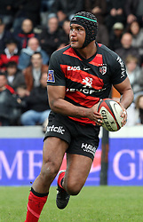 Thierry Dusautoir attacks for Toulouse. Stade Toulousain v Brive, 24eme Journee, Top 14. Stade Ernest Wallon, Toulouse, France, 21 Avril 2012.