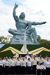NAGASAKI, Aug. 9, 2016 (Xinhua) -- People sing a chorus to commemorate the 71st anniversary of U.S. atomic bombing at the Peace Park in Nagasaki, on Aug. 9, 2016. To accelerate Japan's surrender in the World War II, the U.S. forces dropped two atomic bombs on Hiroshima and Nagasaki respectively on Aug. 6 and 9, 1945. (Xinhua/Ma Ping) (syq) (Credit Image: © Ma Ping/Xinhua via ZUMA Wire)