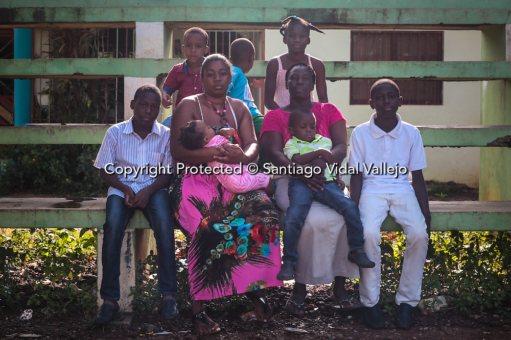 Documented cases of descendants of haitian migrants, born in the Dominican Republic, that do not have access to passport nor documents and are facing deportation