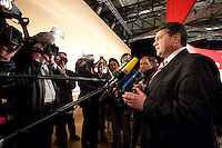 14 NOV 2009, DRESDEN/GERMANY:<br /> Sigmar Gabriel, SPD Parteivorsitzender, gibt Journalisten ein Pressestatement, SPD Bundesparteitag, Messe Dresden<br /> IMAGE: 20091114-01-095<br /> KEYWORDS: Parteitag, party congress, Kamrea, Camera, Mikrofon, microphone,