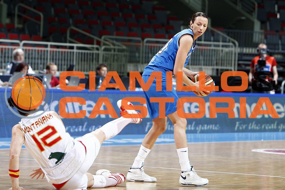 DESCRIZIONE : Riga Latvia Lettonia Eurobasket Women 2009 Quarter Final Spagna Italia Spain Italy<br /> GIOCATORE : Laura Macchi<br /> SQUADRA : Italia Italy<br /> EVENTO : Eurobasket Women 2009 Campionati Europei Donne 2009 <br /> GARA : Spagna Italia Spain Italy<br /> DATA : 17/06/2009 <br /> CATEGORIA : palleggio curiosita<br /> SPORT : Pallacanestro <br /> AUTORE : Agenzia Ciamillo-Castoria/E.Castoria