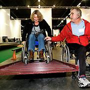 Nederland Rotterdam 10 november 2008 20081110 Foto: David Rozing ..Dag van de mantelzorg in Ahoy. Vrouw neemt hindernis op rolstoelparcours, waar mensen kunnen ervaren hoe het is om in een rolstoel te zitten...Op 10 november, de landelijke Dag van de Mantelzorg, vindt de Rotterdamse editie van dit landelijke evenement plaats in Ahoy. Deze feestelijke Dag vormt de tweede en afsluitende stap in de Mantelzorgcampagne...Mantelzorgers kunnen op die dag in Ahoy kennis maken met de Steunpunten Mantelzorg en andere mensen ontmoeten die begrijpen wat het is om te zorgen voor een ander...Foto: David Rozing
