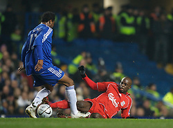 LONDON, ENGLAND - Wednesday, December 19, 2007: Liverpool's Momo Sissoko and Chelsea's Mikel John Obi during the League Cup Quarter Final match at Stamford Bridge. (Photo by David Rawcliffe/Propaganda)