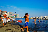 Italie, Campanie, Naples, Plage improvisee dans le quartier de Santa Lucia // Italy, Campania, Naples, beach at Santa Lucia area