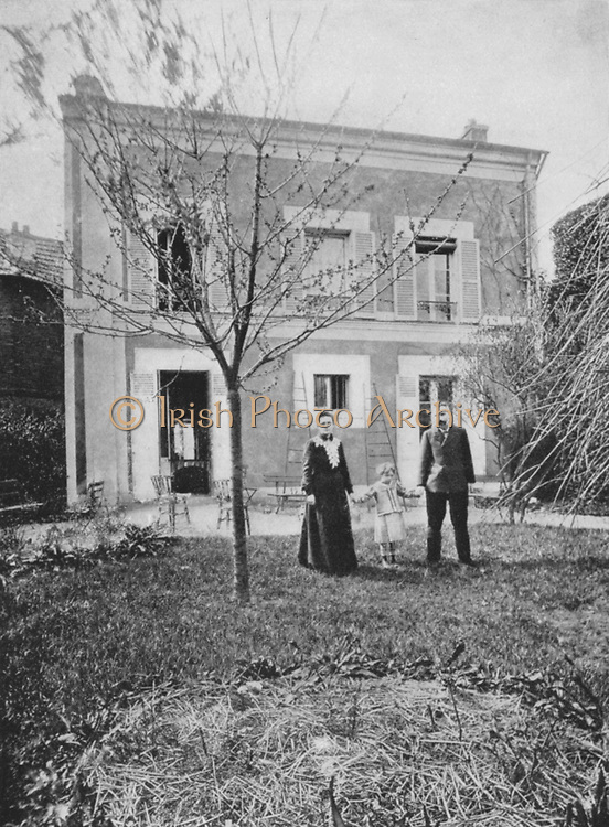 Marie (1867-1934) and Pierre (1859-1906) Curie. With their daughter Irene in 1908, in the garden of their house on Boulevard Kellermann, Paris.