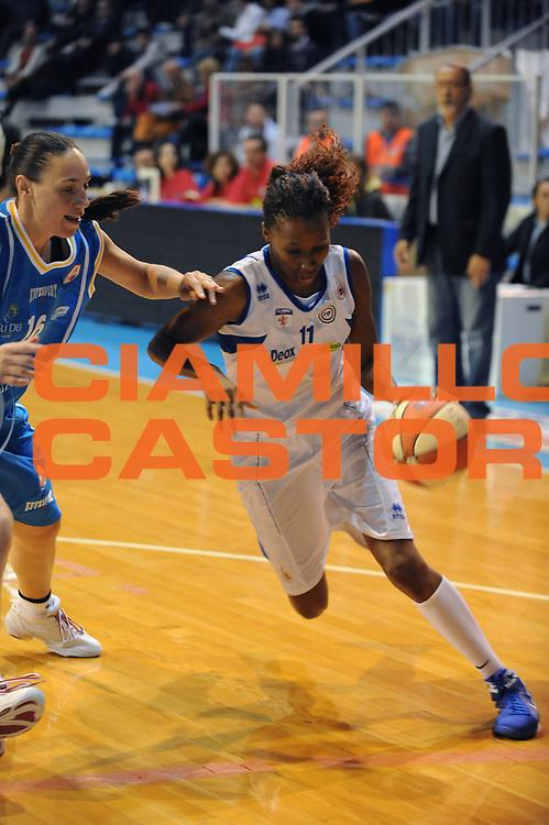 DESCRIZIONE : Faenza LBF Club Atletico Faenza GMA Phonica Pozzuoli<br /> GIOCATORE : Geraldine Robert<br /> SQUADRA : Club Atletico Faenza<br /> EVENTO : Campionato Lega Basket Femminile A1 2009-2010<br /> GARA : Club Atletico Faenza GMA Phonica Pozzuoli<br /> DATA : 24/10/2009 <br /> CATEGORIA : penetrazione<br /> SPORT : Pallacanestro <br /> AUTORE : Agenzia Ciamillo-Castoria/M.Marchi