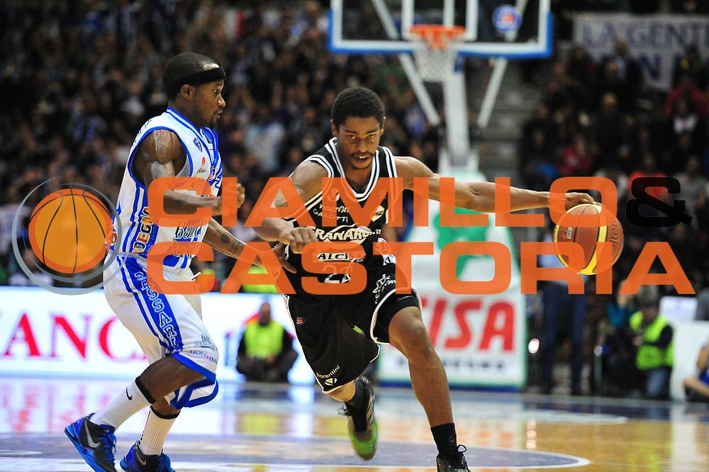 DESCRIZIONE : LegaBasket Serie A 2013-14 Dinamo Banco di Sardegna Sassari - Granarolo Virtus Bologna<br /> GIOCATORE : Casper Ware<br /> CATEGORIA : Palleggio Penetrazione<br /> SQUADRA :  Granarolo Virtus Bologna<br /> EVENTO : Campionato Serie A 2013-14<br /> GARA : Dinamo Banco di Sardegna Sassari - Granarolo Virtus Bologna<br /> DATA : 19/01/2014<br /> SPORT : Pallacanestro <br /> AUTORE : Agenzia Ciamillo-Castoria / M.Turrini<br /> Galleria : Lega Basket Serie A Beko 2013-2014  <br /> Fotonotizia : LegaBasket Serie A 2013-14 Dinamo Banco di Sardegna Sassari - Granarolo Virtus Bologna<br /> Predefinita :