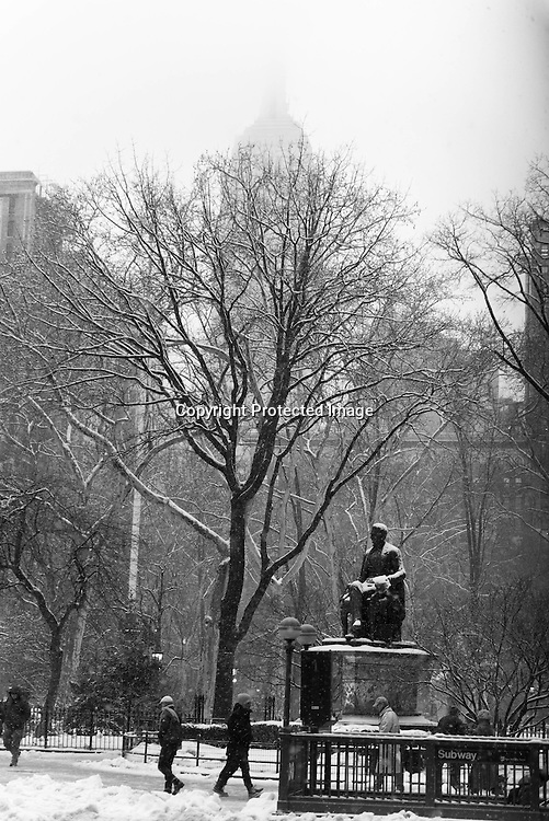 New York, Manhattan under the snow , the Madison square park on 23rd street.