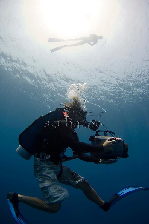 Roger Munns filming Umberto Pelizzari, Mamigili, South Ari Atoll, Maldives.