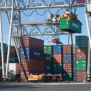 Nederland Zuid-Holland Rotterdam  27-08-2009 20090827 Foto: David Rozing .Serie over logistieke sector.ECT Delta terminal in de haven van Rotterdam. Robotgestuurde wagens vervoeren de containers op de terminal. Een onbemande kraan tilt een evergeen container op een wagen. .ECT,European Container Terminals, at the Port of Rotterdam. Europe's biggest and most advanced container terminal operator, handling close to three- quarters of all containers passing through the Port of Rotterdam. ECT is a member of the Hutchison Port Holdings group (HPH), the world biggest container stevedore with terminals on every Continent. At the ECT Delta Terminal unmanned, automated guided vehicles  so called AGVs  transport the containers between ship and stack. In the stack, unmanned automated stacking cranes ( ASCs ) ensure that the containers are always stacked in the correct place. Terminal operations are highly automated for discharging and loading large volumes, vervoeren, voertuig, voertuigen, wagen, wagens, wagon, wagons, wereldhandel, werk, werkzaamheden, zeehaven, zeehavens..Holland, The Netherlands, dutch, Pays Bas, Europe .Foto: David Rozing