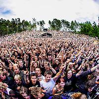 Publikum med Killswitch Engage p&aring; Amfiscenen p&aring; Hovefestivalen.<br /> Foto: Tor Erik Schr&oslash;der NTB scanpix