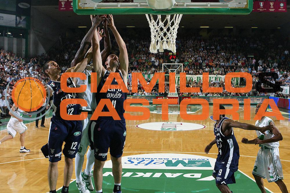 DESCRIZIONE : Treviso Lega A1 2005-06 Play Off Finale Gara 2 Benetton Treviso Climamio Fortitudo Bologna <br /> GIOCATORE : Green Bagaric <br /> SQUADRA : Climamio Fortitudo Bologna <br /> EVENTO : Campionato Lega A1 2005-2006 Play Off Finale Gara 2 <br /> GARA : Benetton Treviso Climamio Fortitudo Bologna <br /> DATA : 16/06/2006 <br /> CATEGORIA : Rimbalzo <br /> SPORT : Pallacanestro <br /> AUTORE : Agenzia Ciamillo-Castoria/S.Silvestri