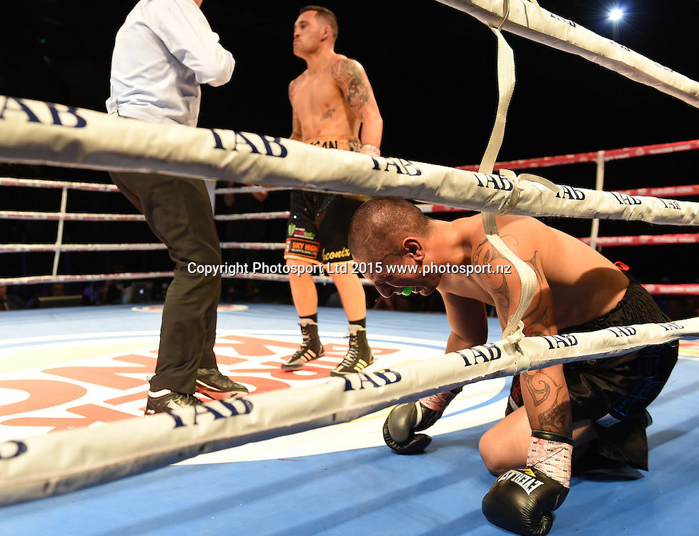 Bowyn Morgan vs Nuka Gemmell at The Burger King Road to the Title by Duco Boxing at ILT Stadium Southland in Invercargill, New Zealand. Saturday 1 August 2015. Copyright photo: Andrew Cornaga / www.photosport.nz