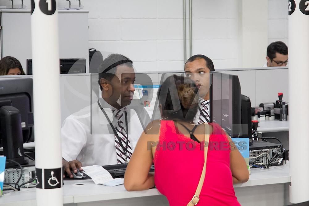 TABOAO DA SERRA, SP - 21.01.2015 - INAUGURA&Ccedil;&Atilde;O DETRAN E POUPA TEMPO - Imagens da nova unidade do Popuatempo na cidade de Tabo&atilde;o da Serra, na Grande S&atilde;o Paulo na manh&atilde; desta quarta-feira(21). A nova instala&ccedil;&atilde;o tem sua unidade inaugurada junto com o Detran SP na  Est. Kizaemona Takeuti, 2.425 no Pq. S&atilde;o Joaquim regi&atilde;o proxima a divisa com a capital paulista.<br /> <br /> <br /> (Foto: Fabricio Bomjardim / Brazil Photo Press)