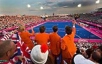 Londen - Het Riverstate Hockey Stadion met Oranje supporters, donderdag tijdens de halve finale van het olympische hockeytoernooi tussen de mannen van Nederland en Groot Brittannie.  ANP KOEN SUYK