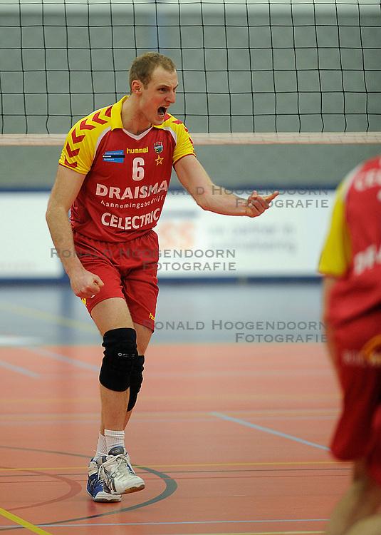 12-02-2011 VOLLEYBAL: AB GRONINGEN/LYCURGUS - DRAISMA DYNAMO: GRONINGEN<br /> In een bomvol Alfa-college Sportcentrum werd Dynamo met 3-2 (25-27, 23-25, 25-19, 25-23 en 16-14) verslagen door Lycurgus / Jasper Diefenbach (#6)<br /> ©2011-WWW.FOTOHOOGENDOORN.NL