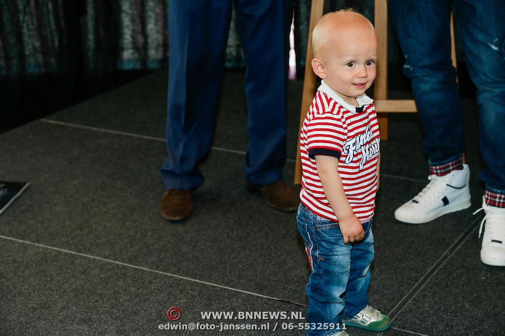 NLD/Ridderkerk/20130506 - Presentatie Helden 18, Arjen Robben en partner Bernadien Eillert met zoon Kai