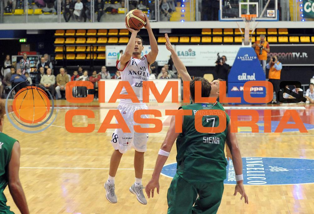 DESCRIZIONE : Biella Lega A 2011-12 Angelico Biella Montepaschi Siena<br /> GIOCATORE : Massimo Chessa<br /> SQUADRA :  Angelico Biella<br /> EVENTO : Campionato Lega A 2011-2012 <br /> GARA : Angelico Biella  Montepaschi Siena<br /> DATA : 30/10/2011<br /> CATEGORIA : Tiro<br /> SPORT : Pallacanestro <br /> AUTORE : Agenzia Ciamillo-Castoria/ L.Goria<br /> Galleria : Lega Basket A 2011-2012  <br /> Fotonotizia : Biella Lega A 2011-12 Angelico Biella Montepaschi Siena<br /> Predefinita :