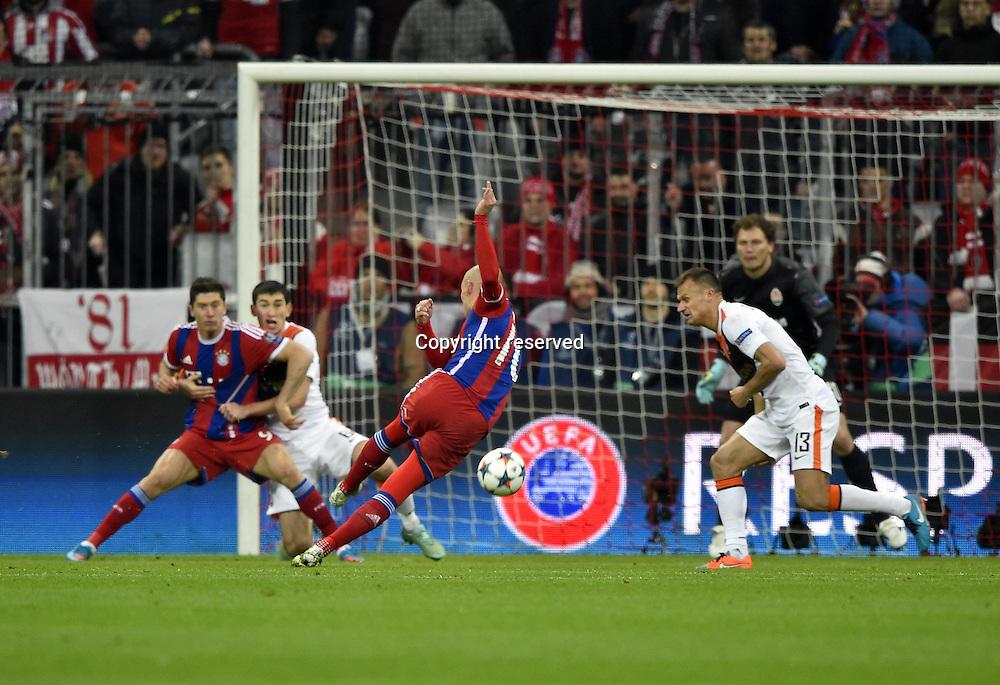 11.03.2015. Allianz Stadium, Munich, Germany. UEFA Champions League football. Bayern Munich versus Shakhtar Donetsk. Volleyed shot on goal from Arjen Robben FC Bayern Munich  The game ended 7-0 to Bayern over Shakhtar.