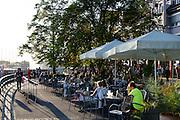 Café an der Uferpromenade Seestraße, Friedrichshafen, Bodensee, Baden-Württemberg, Deutschland