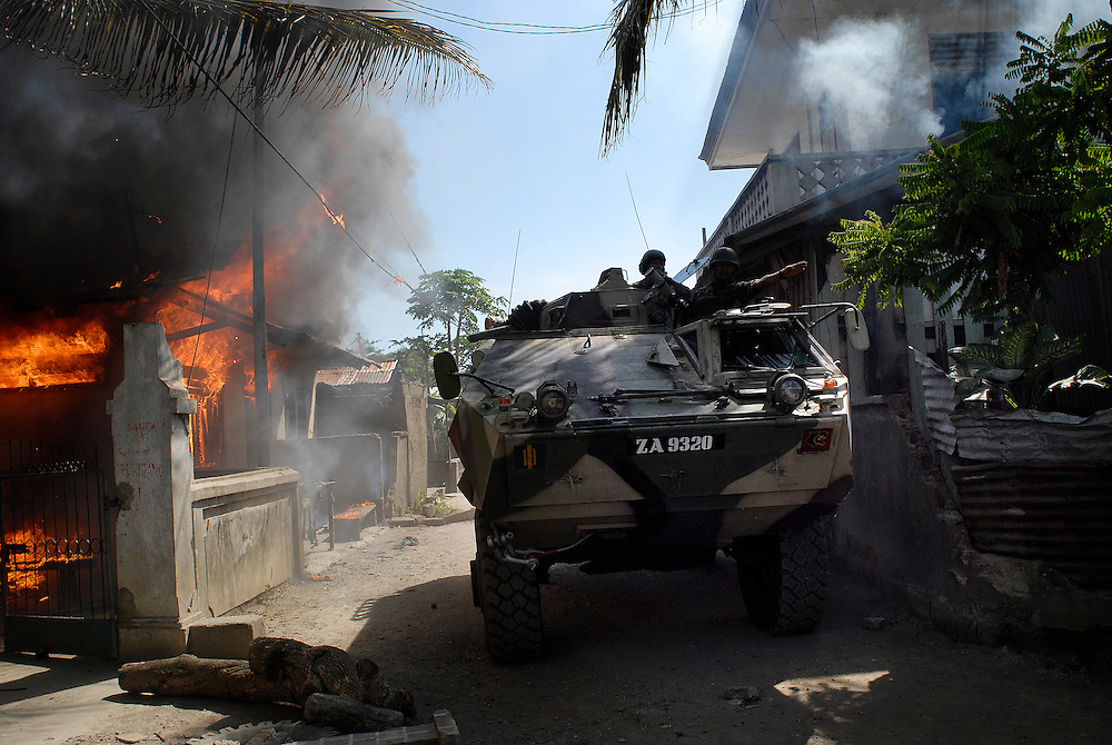 Malaysian troops, working with Australian Peacekeeprs, patrol the Comora area of Dili, in an effort to prevent the continual Gang violence that plagues the area. East Timor 04/06/06