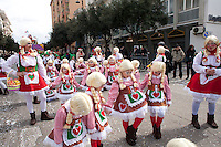 Sfilata di carnevale, Gallipoli (LE) 2011. Gruppo ispirato al popolo tedesco...Carnival parade, Gallipoli (LE) 2011. Group inspired by the German people.