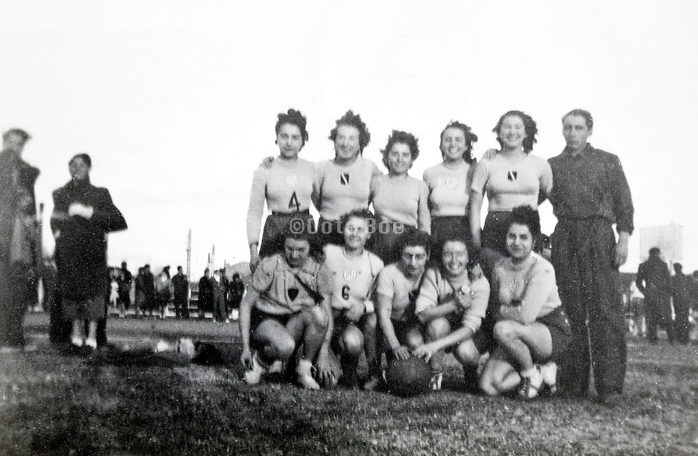 all female soccer team with male coach 1950s France