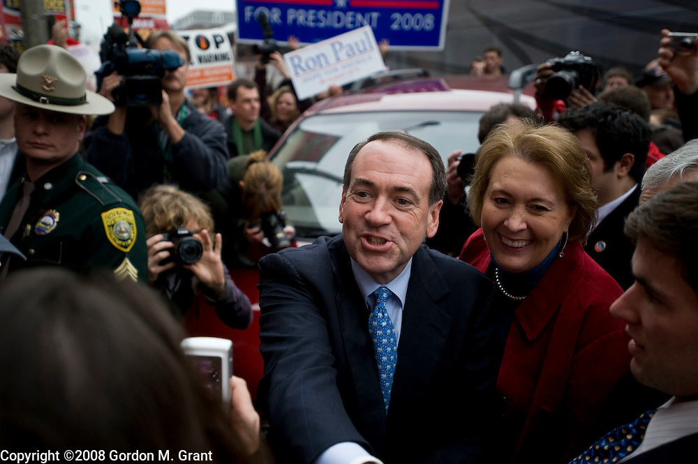 Concord, NH - 1/7/08 - Presidential Candidate Mike Huckabee arrives at a campaign appearance at The Barley House in Concord, NH January 7, 2008.      (Photo by Gordon M. Grant / Zuma Press)