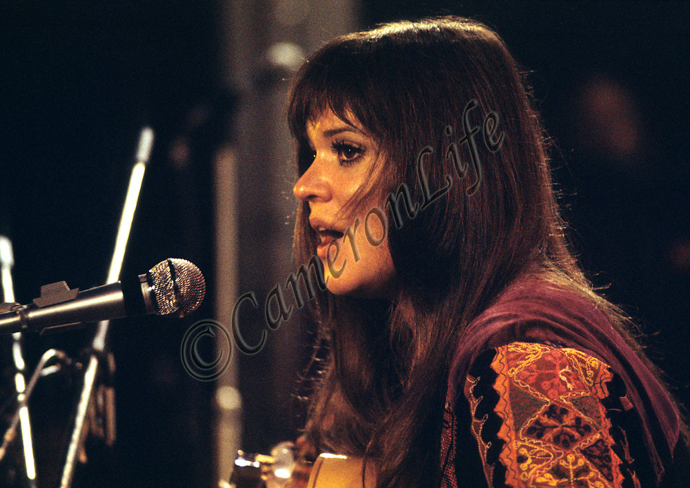 "Melanie Safka - close-up.- .Most people know that Melanie's song ""Brand New Key"" was irreverently re-released by the Worzels as 'Combine Harvester'. What is not so widely known was that she was booked as the first solo pop/rock artist ever to appear at Carnegie Hall,the Metropolitan Opera House and the General Assembly of the United Nations, where delegates greeted her performance with standing ovations."