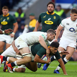 LONDON, ENGLAND - NOVEMBER 03: Mark Wilson of England looks to tackle Damian de Allende of South Africa during the Castle Lager Outgoing Tour match between England and South Africa at Twickenham Stadium on November 03, 2018 in London, England. (Photo by Steve Haag/Gallo Images)