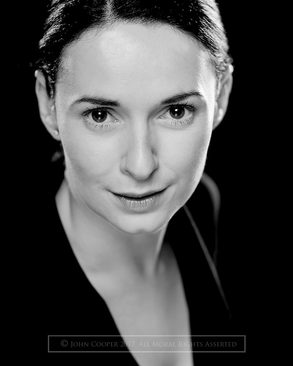Headshot of actress, Jo freer.