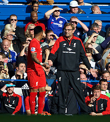 LONDON, ENGLAND - Saturday, October 31, 2015: Liverpool's manager Jürgen Klopp and Nathaniel Clyne during the Premier League match against Chelsea at Stamford Bridge. (Pic by Lexie Lin/Propaganda)