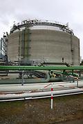 Mannheim. 06.03.17 | BILD- ID 053 |<br /> Friesenheimer Insel. BASF Anlage. Produktion im Werksteil Friesenheimer Insel. <br /> In den Produktionsanlagen der BASF werden Rohstoffe durch chemische Reaktionen in<br /> andere Stoffe umgewandelt. Dies geschieht bei den Anlagen im Werksteil Friesenheimer<br /> Insel im ständigen Durchlauf (kontinuierliche Produktion). Dabei laufen die Reaktionen<br /> unter hohem Druck und erhöhter Temperatur ab. Einsatzstoffe und erzeugte Stoffe werden<br /> zwischengelagert und per Rohrleitung, Tankschiff, Kesselwagen und Tankzug bezogen oder abtransportiert. <br /> Bild: Markus Prosswitz 06MAR17 / masterpress (Bild ist honorarpflichtig - No Model Release!)